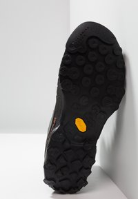 La Sportiva - TX4 MID GTX - Hiking shoes - carbon/flame