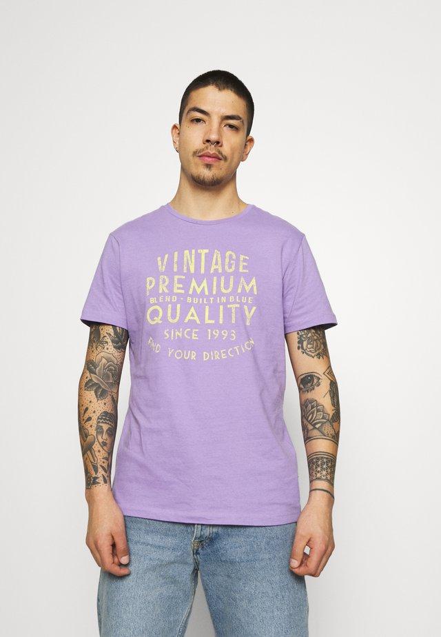 TEE - T-shirt print - chalk violet