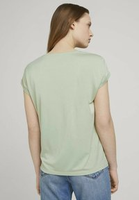 TOM TAILOR DENIM - Basic T-shirt - light dusty green - 2