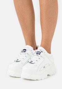 Buffalo London - Sneakersy niskie - white - 0