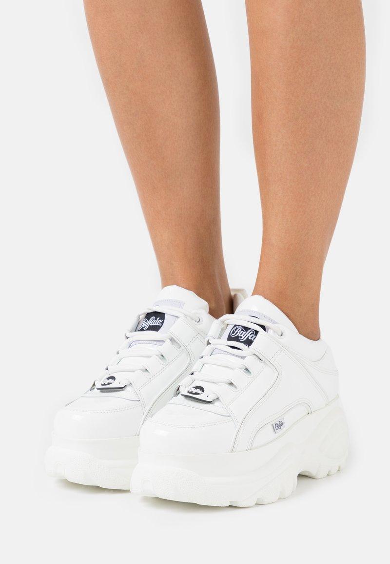 Buffalo London - Sneakersy niskie - white