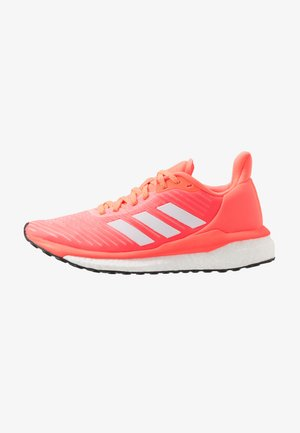 SOLAR DRIVE 19 - Neutral running shoes - signal coral/footwear white/solar red