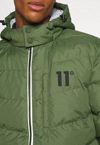 11 DEGREES - LONG LINE CHEVRON PUFFER - Winter coat - forest green - 5