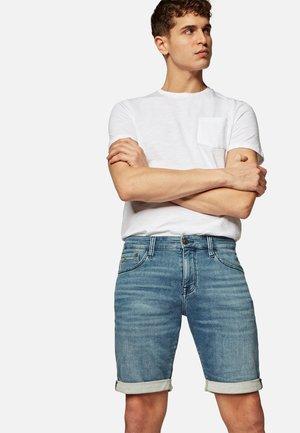 Denim shorts - mid sporty
