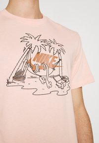 Nike Sportswear - TEE FUTURA TREE - Print T-shirt - arctic orange - 4