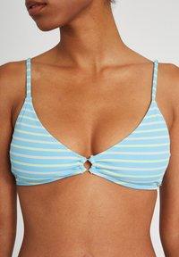 Volcom - NEXT IN LINE VNECK - Bikini top - coastal blue - 3