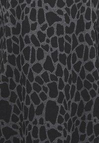 Wallis - PEBBLE DRESS - Sukienka z dżerseju - grey/black - 2