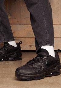 Nike Sportswear - AIR VAPORMAX EVO UNISEX - Baskets basses - black - 4