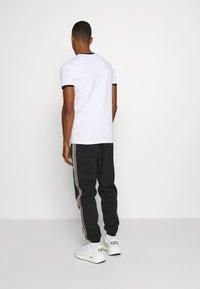 Ellesse - MEDUNO RINGER - Print T-shirt - white - 2