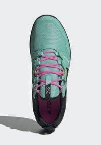adidas Performance - TERREX AGRAVIC GORE-TEX TRAILRUNNING-SCHUH - Juoksukenkä/neutraalit - green - 3