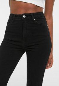 Bershka - SCHLITZ - Jeans straight leg - black - 3