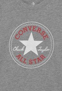 Converse - CHUCK PATCH  - Camiseta estampada - dark grey heather - 2