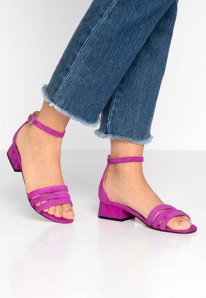 YASMIN - Sandály - purple