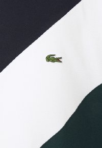 Lacoste - PLUS  - Print T-shirt - sinople/flour abysm - 2