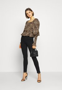 Gina Tricot - PERFECT SHAPE  - Jeans Skinny Fit - black - 1