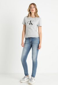 Calvin Klein Jeans - CORE MONOGRAM LOGO - Triko s potiskem - light grey heather - 1