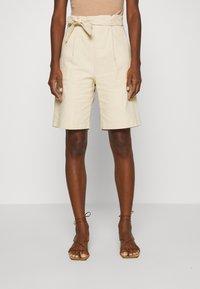 Casa Amuk - HIGH WAISTED - Shorts - natural - 0