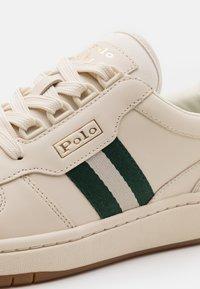 Polo Ralph Lauren - UNISEX - Sneakersy niskie - ecru/college green - 5