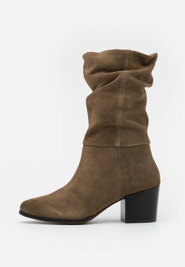 JANE - Vysoká obuv - beige
