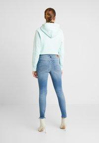 Tommy Jeans - NORA MID RISE ANKLE - Skinny džíny - blue denim - 2