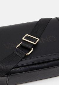 Valentino by Mario Valentino - GRANDE - Across body bag - nero - 3