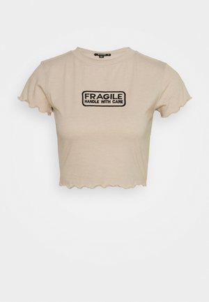 LETTUCE CROP SLOGAN TEE - T-shirts med print - nude