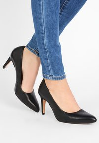 Clarks - LAINA RAE - Klassiske pumps - black - 0