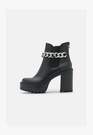 KAMORA - Kotníkové boty na platformě - black paris