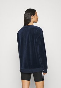 adidas Originals - CREW SPORTS INSPIRED  - Sweatshirt - collegiate navy/white - 2