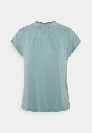 Camiseta básica - light blue