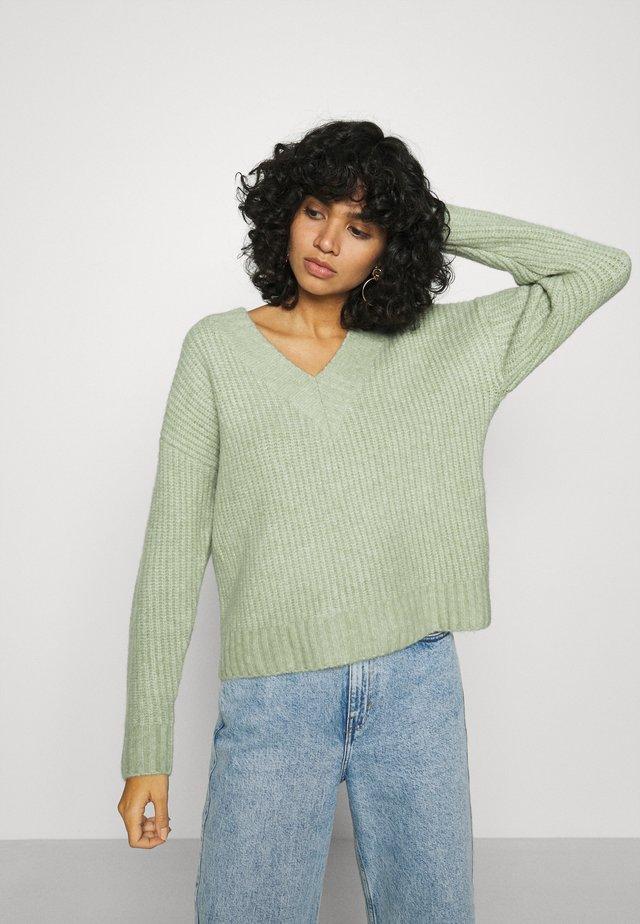 CLAIRE JUMPER - Sweter - grün