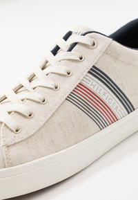Tommy Hilfiger - ESSENTIAL SEASONAL - Trainers - beige - 5
