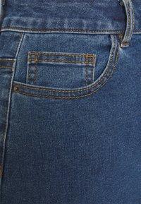 Vero Moda Petite - VMHOT NINE PENCIL  - Falda de tubo - medium blue denim - 2