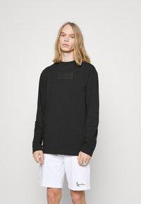 Karl Kani - UNISEX SMALL SIGNATURE BOX CREW - T-shirt à manches longues - black - 0