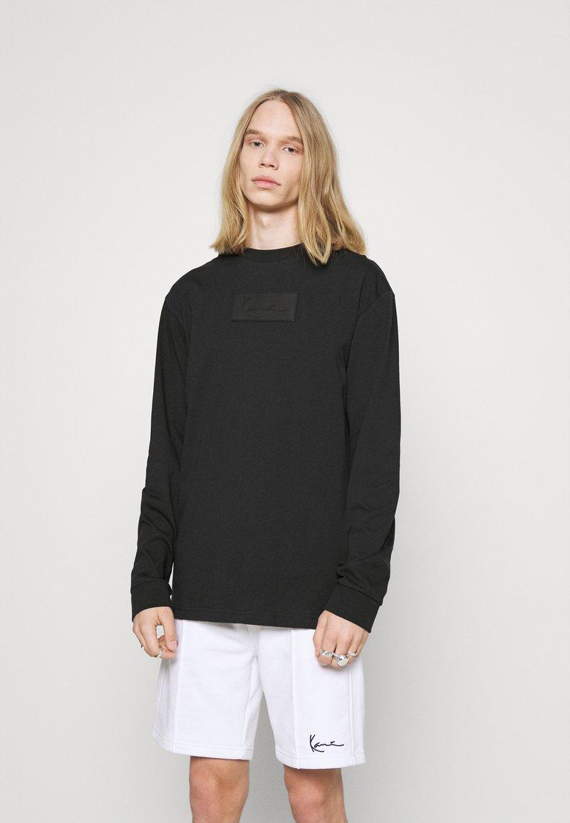 Karl Kani - UNISEX SMALL SIGNATURE BOX CREW - T-shirt à manches longues - black