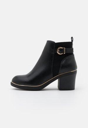 ASHA CHUNKY METAL RAND - Kotníková obuv - black