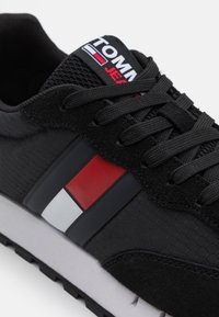 Tommy Jeans - RETRO RUNNER - Trainers - black - 5