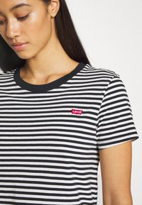 Levi's® - PERFECT TEE - Print T-shirt - black/white - 5