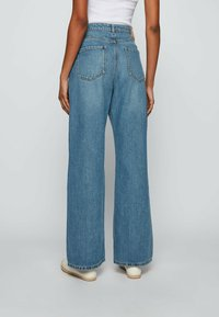 BOSS - Flared Jeans - blue - 2