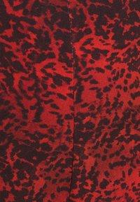 Milk it - TROUSER FRONT SPLIT DETAIL - Trousers - red/black - 4