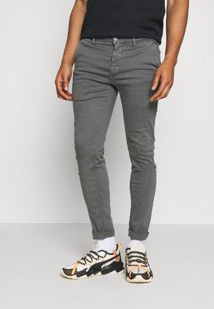 ZEUMAR HYPERFLEX  - Jeans slim fit - grey mouse