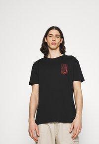 YOURTURN - T-shirts med print - black - 2