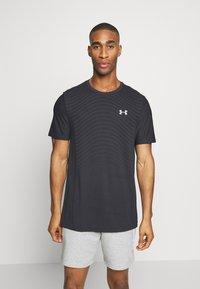Under Armour - SEAMLESS WAVE - T-shirt imprimé - black/mod gray - 0