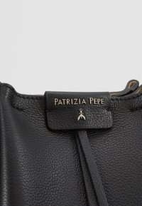 Patrizia Pepe - CITY MEDIO - Across body bag - nero - 6