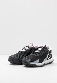Nike Performance - AIR ZOOM VAPOR CAGE 4 - Tenisové boty na všechny povrchy - black/white/pink foam/dark smoke grey - 2