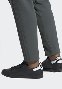 adidas Originals - STAN SMITH SHOES - Sneakers basse - black - 0