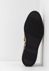 Shoe The Bear - BILLIE FRINGES - Mocassins - brown - 6