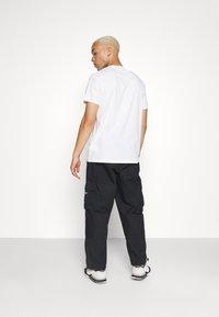 adidas Originals - CARGO PANT UNISEX - Cargobyxor - black - 3