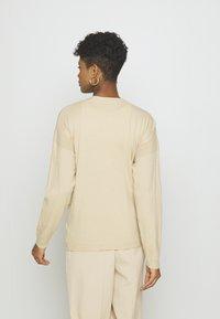 NA-KD - STEPHANIE DURANT BUTTONED CARDIGAN - Cardigan - beige - 2