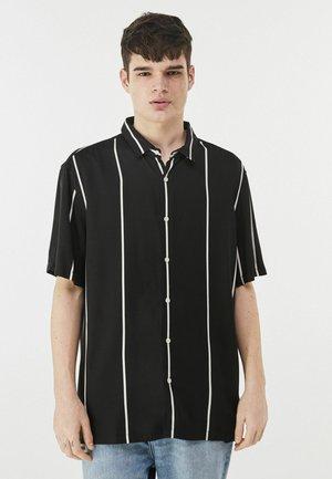 MIT STREIFEN - Shirt - black